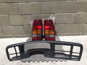 Chevy Silverado 2001 Tail Lights & Bezel (Original) for Sale in Bell Gardens, CA