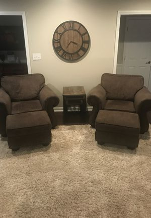 Broyhill furniture, 2 chairs, 2 ottamans, 2 couches. for Sale in Matthews, NC
