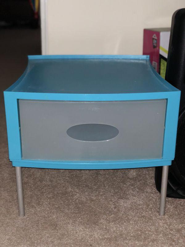 Small storing desk