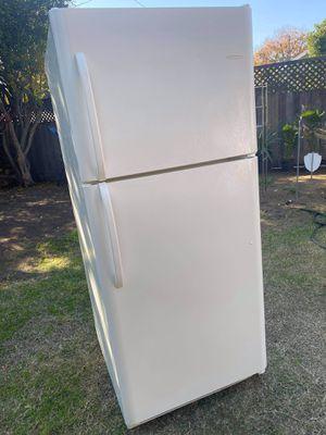 Frigidaire Refrigerator for Sale in Fresno, CA