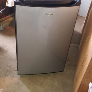 Whirlpool Refrigerator 4.3 Cu for Sale in Turlock, CA