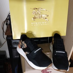 Burberry Sneakers. Men Size 10. 5 for Sale in Brooklyn, NY