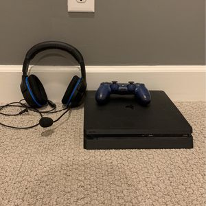 PS4 /controller/headset for Sale in Gilbert, AZ
