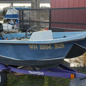 8ft livingston with 9.9 tohatsu motor for Sale in Everett, WA