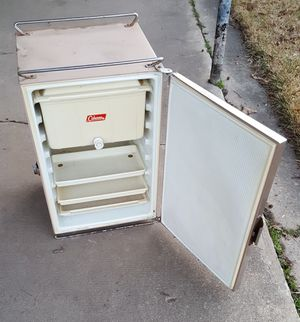 Vintage Coleman camper icebox... for Sale in Conway, AR
