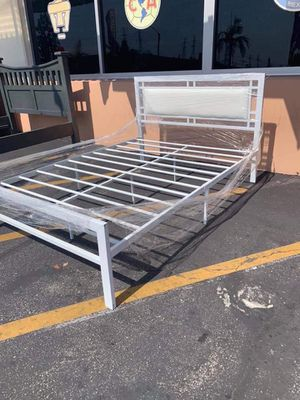 Metal bed frame Full Size for Sale in Bell, CA