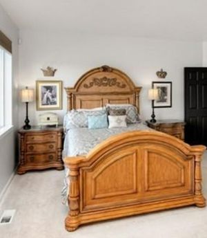 Beautiful Queen Bedroom Set for Sale in Puyallup, WA