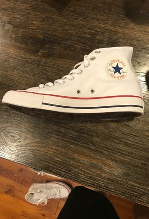 White Hightop Converse All Stars (Chuck Taylor) for Sale in Southampton Township, NJ
