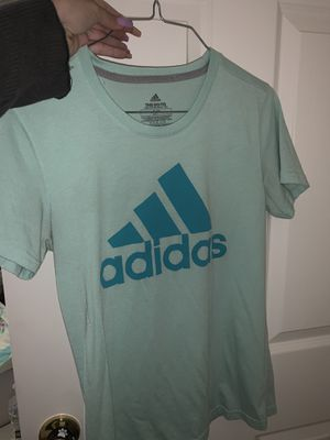 Adidas shirt for Sale in Imperial, CA