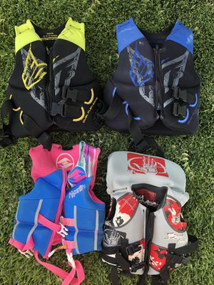 4 youth life vests for Sale in Buena Park, CA