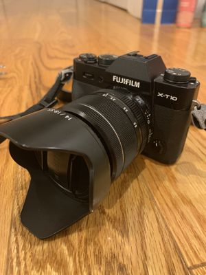Fujifilm x-t10 mirrorless camera with XF 18-55mm F2.8-4 lens for Sale in Brooklyn, NY