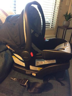 Graco SnugRide SnugLock 30 Infant Car Seat with Base for Sale in Anaheim, CA