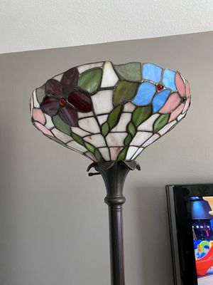 Tall Standing Bronze Tiffany Lamp for Sale in Lake Elsinore, CA
