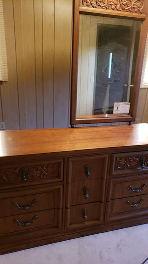 Dresser and mirror for Sale in Olympia, WA