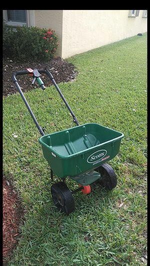 Scott's 3000 fertilizer spreader for Sale in Loxahatchee, FL