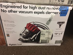 Dyson multifloor canister/ display excellent condition, all attachments for Sale in Port St. Lucie, FL