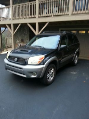 Toyota Rav 4, allwheel, 2005, 4 cylinder, towing package for Sale in Boone, NC