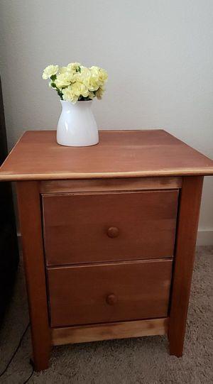 Side table for Sale in Lynnwood, WA