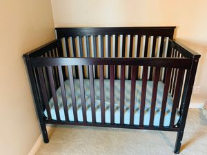 Baby crib ( mattress included ) for Sale in Las Vegas, NV