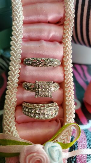 Beautiful Trio-Set of Wedding Rings for Sale in Reedley, CA
