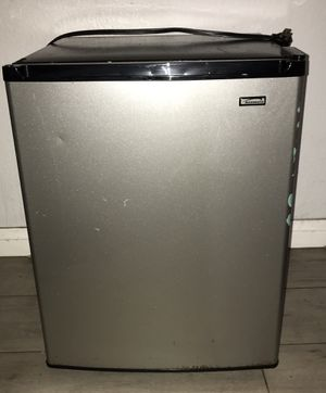 Kennore small mini Fridge (nothing wrong with it) for Sale in Huntington Beach, CA