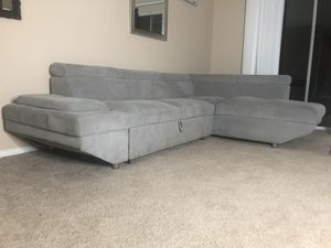 L- Section Grey couch with pull out day bed for Sale in Chula Vista, CA