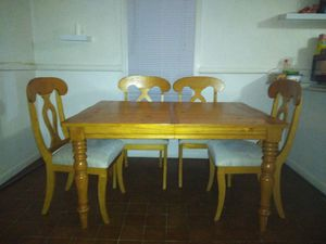 Wood kitchen table w/4 chairs for Sale in Marietta, GA