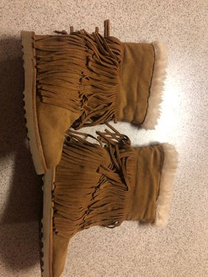 Woman's Size 9.5 Indian Fringe Style Brown Leather w/faux beige top for Sale in Avondale, AZ