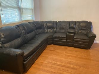 Black Sofa couch sectional w/pull-out bed for Sale in Philadelphia,  PA