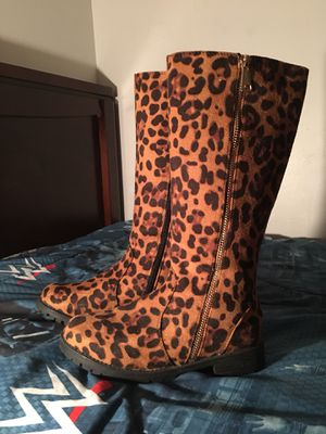 Size 3 youth lil girls boots for Sale in Wewahitchka, FL
