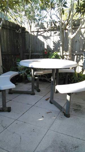 Patio. Tablet. STOL. Are. Folding for Sale in Kissimmee, FL
