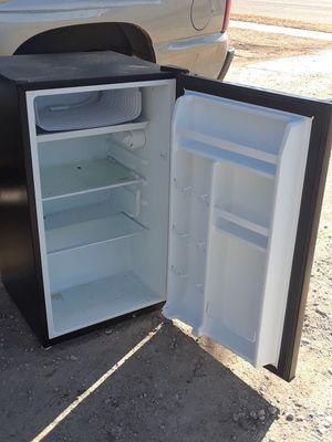 3.5 cu. Ft black mini fridge for Sale in Derby, KS