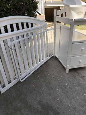 Baby crib, changing table, and bath tub for Sale in Altadena, CA