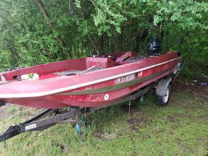 Looks rough but soiled bass boat and trailer for Sale in Baldwyn, MS