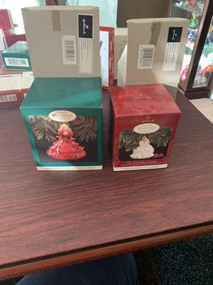 Hallmark Retro 1988&1989 Holiday Barbie for Sale in Peyton, CO