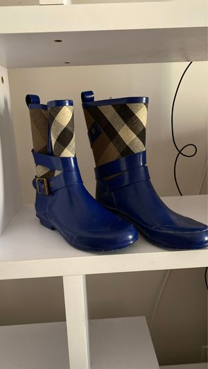 Burberry Women's Rain boots, size 37 for Sale in New York, NY