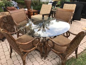 Kitchen dining room table rattan for Sale in West Palm Beach, FL