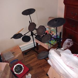 iON 9 Piece Electric Drum Set for Sale in Kent, WA