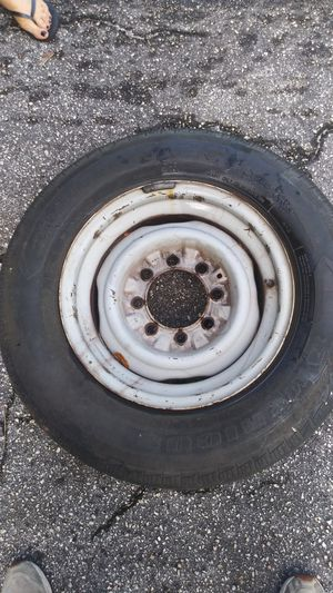 6 lug rim and tire for Sale in Miami Gardens, FL