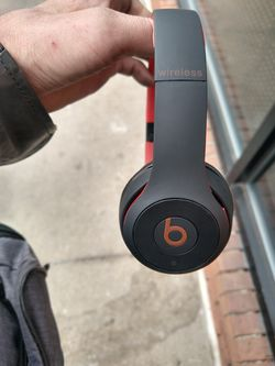 Beats solo 3 in amazing condition for Sale in Denver,  CO