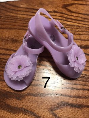 Used Very good condition Girls Sandals Size 7 for Sale in Long Beach, CA