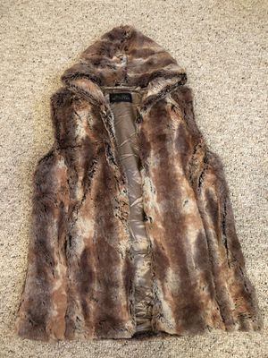 Donna Salyers Fabulous Fur Vest for Sale in Lewis Center, OH