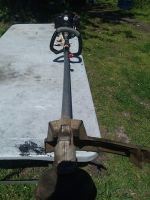 XP Troy-Bilt weed eater 32cc with automatic jump start for Sale in Newport News, VA