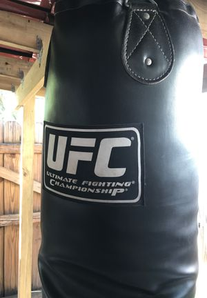 6ft UFC Pro-Punching Bag for Sale in Tamarac, FL