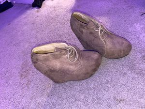 Size 7 Heels Tan Color for Sale in Fayetteville, NC