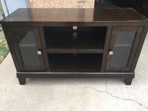 TV stand in good conditions. for Sale in Fresno, CA