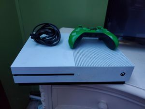 Xbox one s with power cord and working remote for Sale in North Miami Beach, FL