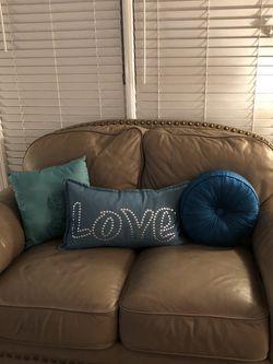 Lane 100 % Leather Loveseat for Sale in Atlanta,  GA