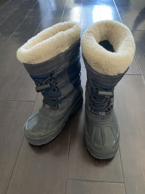 Kids UGG snow boots size 1 for Sale in Los Angeles, CA