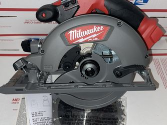 New! Milwaukee M18 Fuel 6-1/2 Right Hand Circular Saw. Tool Only. for Sale in North Brunswick Township,  NJ